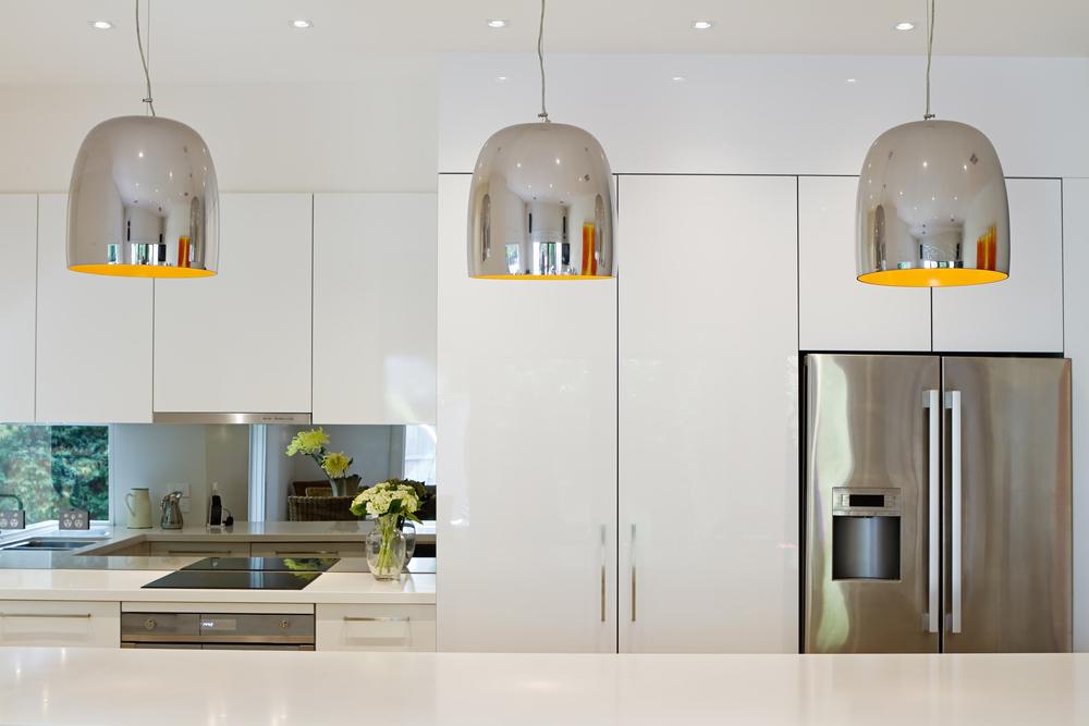 cuisine moderne et sa crédence miroir